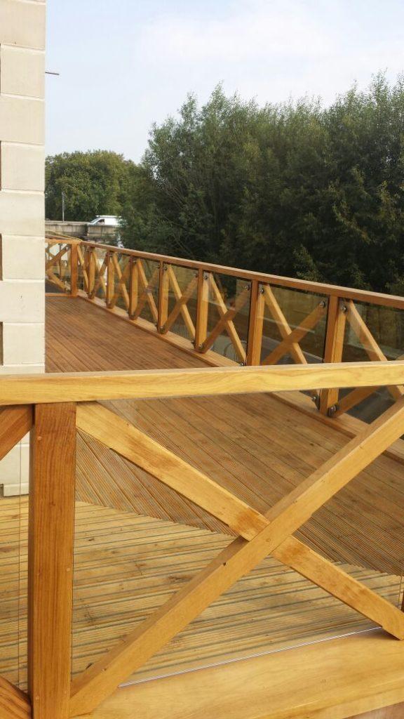 oak balustrade and bespoke decking design Kew bridge